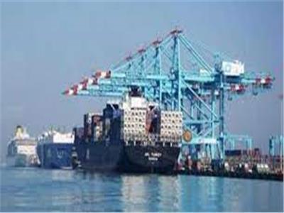 إنتظام حركة تداول البضائع والشاحنات الصادرة والواردة بهيئة ميناء الأسكندرية والدخيلة البحرى