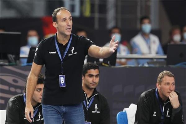 بموافقة الاتحاد.. مدرب منتخب اليد يقود فريق ألماني