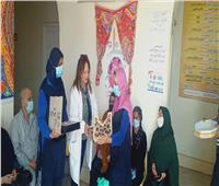 مديرة التأمين الصحي «القبطية» توزع حلوي المولد علي الموظفين والمرضى