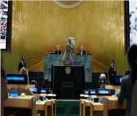 ديناصور يقتحم الجمعية العامة للأمم المتحدة لتحذير للعالم !